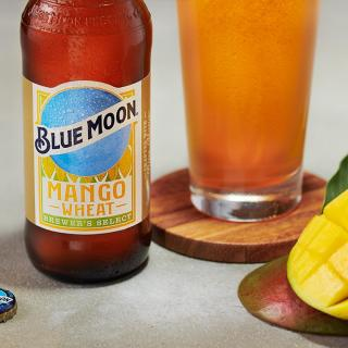 Order our NEW Blue Moon Mango Wheat 🥭 now and get it delivered to your door for the weekend if you have Amazon Prime.  Click the link in our bio to order yours now! 🍻 🥭  #CraftBeer #ArtfullyCrafted #BlueMoonBeerUK #NEW #NewBeer #BlueMoonMangoWheat #Mango  Please Drink Responsibly.