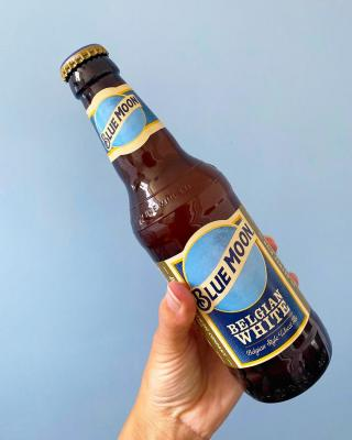 Looking for something different?...Reach for a Blue Moon this evening! It won't disappoint you 🍊🍺  #CraftBeer #ArtfullyCrafted #BlueMoonBeerUK  Please Drink Responsibly.