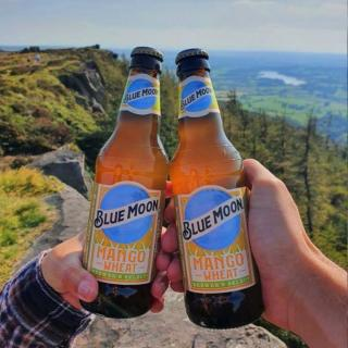 Exploring and celebrating epic views, with an epic beer this weekend 🍻  📸: @backpacksandbeverages   #BlueMoonMango #Beer #CraftBeer #ArtfullyCrafted #BlueMoonBeerUK   Please Drink Responsibly