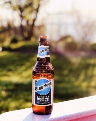 Nothing like enjoying the golden hour with Blue Moon's refreshing taste. . . . 📸: @brooketinsman