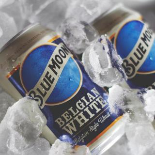 There's going to be an Ice Moon in our skies tonight. Get frosty with some Blue Moon Belgian White on ice 🧊 Catch 2021's first full moon tonight at 7:16pm (GMT)  Get yours now via the link in our bio  #CraftBeer #BlueMoonBeerUK #BlueMoonBeer #BlueMoon #IceMoon  Please Drink Responsibly.