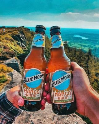 Blue Moon Mango Wheat. With a taste as bright as this view. Which flavor would you reach for after a long hike? . . . 📸: @backpacksandbeverages