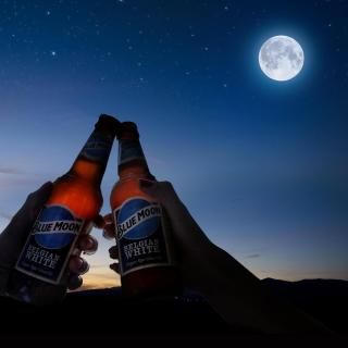 Blue Moon + a full moon, name a better duo... we'll wait 🌑🍻 Catch this month's full moon tonight at 7:48pm GMT   #BlueMoon #FullMoon #WormMoon #CraftBeer #BlueMoonBeer #BlueMoonBeerUK  Please Drink Responsibly