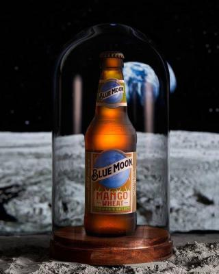 It's fair to say that our Blue Moon Mango Wheat is out of this world… Infused with ripe mango and a touch of honey, try it for yourself! Available in @tescofood 🥭🍻  📸: @lumexphoto   #Mango #BlueMoon #Beer #BeerLovers #Cheers #BlueMoonBeer #BlueMoonMangoWheat #MangoWheat  Please Drink Responsibly