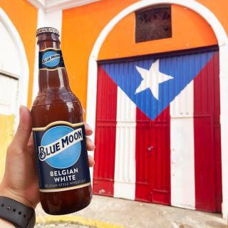 Letting the cultura puertorriqueña shine este mes con una Blue Moon bien fría.