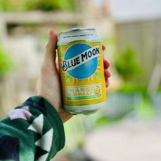 Day or night, make every ounce of summer a little brighter with Blue Moon. . . . 📸: @king_chriskepler @beerworldtravelers