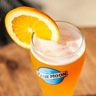 You're the orange slice to my Blue Moon 🍊  Tag your Valentine!  #ValentinesDay #BeMyValentine #CraftBeer #ArtfullyCrafted #BlueMoonBeerUK  Please Drink Responsibly.
