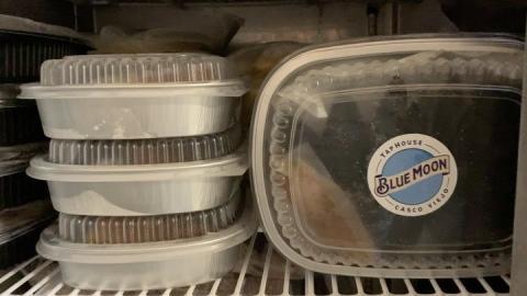 💥 En estos tiempos hay que ser práctico... Nuestra línea de productos congelados presenta:  ✔️ᗯIᑎᘜᔕ BLUE MOON (Alitas y muslitos de pollo listas para preparar en casa, acompañadas de tres salsas: asiática, buffalo y blue cheese). Empaque de 10 unidades $9.00 ✔️ᗴᗰᑭᗩᑎᗩᗪᗩᔕ BLUE MOON (Rellenas de camarón en tinta de calamar, queso chevre y salsa de ají de piña, 12 unidades) $12.00 -Fáciles de calentar-  D E L I V E R Y (área metropolitana) ➡️ 6322.5655 ➡️ LUNES A DOMINGO ➡️ 12md a 8pm . . . #BlueMoonTapHouse #BlueMoonPanamá #BlueMoonDelivery #BlueMoonBrewingCo #artfullycrafted #BlueMoonRino #Foodie #🍺