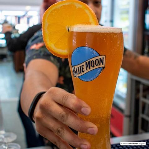 If you're in Perth, now is the time to catch up with friends over a perfect serve of Blue Moon paired with seafood from @theseafoodnation