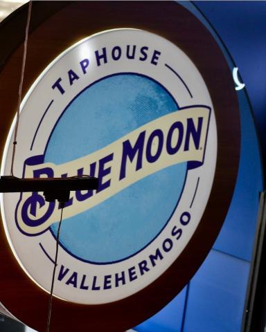 Blue Moon TapHouse hará que vivas cenas muy especiales con tus amigos. Os esperamos con los brazos abiertos 👩🏼🍳👨🏽🍳  . . .  #Bluemoon #Bluemoonspain #Bluemoontaphouse #Bluemoongastronomy #baresmadrid #terrazasmadrid #terrazasconencanto #Madrid #España #gastronomía #artfullycrafted #cerveza #cervezaartesanal #beerlover #beerstagram #craftbeer #beer #craftbeerlovers #brewery #beerpairing