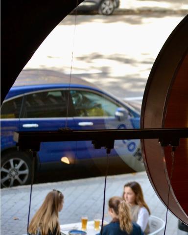 Blue Moon TapHouse hará que vivas cenas muy especiales con tus amigos. Os esperamos con los brazos abiertos 👩🏼🍳👨🏽🍳  .  . . .  #Bluemoon #Bluemoonspain #Bluemoontaphouse #Bluemoongastronomy #baresmadrid #terrazasmadrid #terrazasconencanto #Madrid #España #gastronomía #artfullycrafted #cerveza #cervezaartesanal #beerlover #beerstagram #craftbeer #beer #craftbeerlovers #brewery #beerpairing