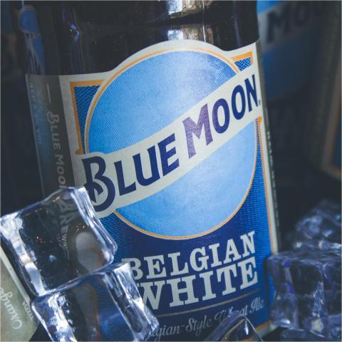 En el Día Internacional del Estudiante nos acordamos de vosotros! Tenéis todas estas promociones de cubos de cerveza y comida a vuestro alcance:  - 5 La Sagra Bohemia por 6€  - 4 Bohemias + 1/2 Patatas Vallehermoso por 6€  - 6 Blue Moon por 9€  - 4 Blue Moon + 1/2 Nachos por 9€  - 6 Bohemias + 1 Patatas Vallehermoso por 12€  - 6 Blue Moon Belgian White + 1 Nachos por 15€.  . . .  #Bluemoon #Bluemoonspain #Bluemoontaphouse #Bluemoongastronomy #baresmadrid #terrazasmadrid #terrazasconencanto #Madrid #España #gastronomía #artfullycrafted #cerveza #cervezaartesanal #beerlover #beerstagram #craftbeer #beer #craftbeerlovers #brewery #beerpairingwiel