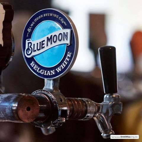 Kick back in the @theflyingduckhotel beer garden with a pint of Blue Moon in hand 👌🏼🍺