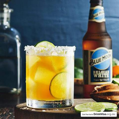 Easter at home means you've got time to try this🌴 ISLAND MOON 🌴  You'll need: 200ml Blue Moon Belgian White 60ml Spiced Rum 90ml Pineapple Juice  Gently shake the rum and pineapple juice with ice and strain into a double old-fashioned glass over crushed ice. Top with Blue Moon and stir gently. Serve with the fruit stacked on a cocktail pick.  The Valencia orange peel in Blue Moon balances well with pineapple juice and the slightly spicy coriander notes elevate the spiced rum. You're welcome!